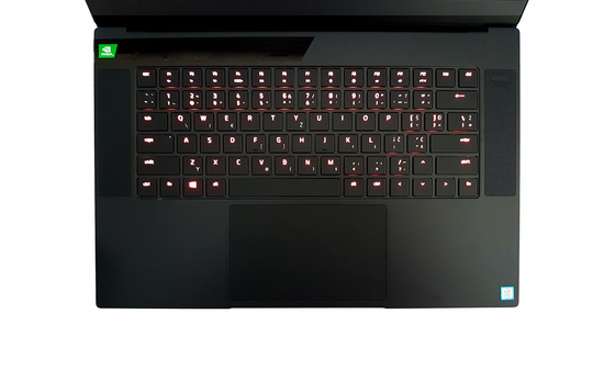 Prenosnik Razer Blade 15 Advanced FHD 240Hz, i7-9750H, 16GB, 512GB SSD, RTX 2080, Win10